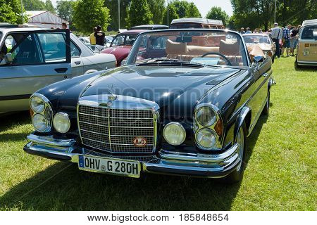 Paaren Im Glien, Germany - May 19: Full-size Luxury Car Mercedes-benz 300 Se Cabriolet (w112),