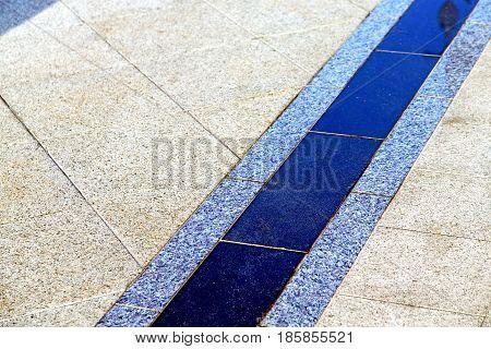 Cross Stone Step    Temple Reflex