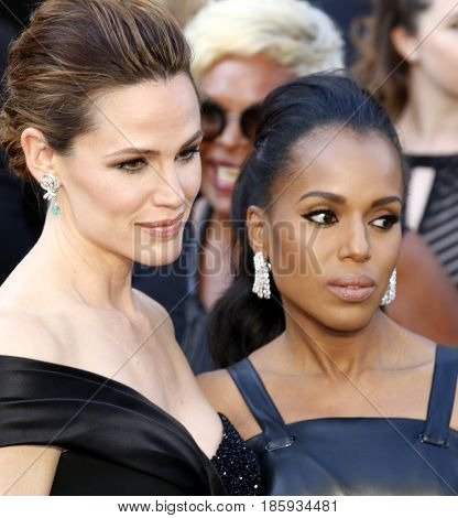 Kerry Washington and Jennifer Garner at the 88th Annual Academy Awards held at the Hollywood & Highland Center in Hollywood, USA on February 28, 2016.