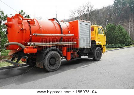 Communal machine for cleaning sewerage outdoor