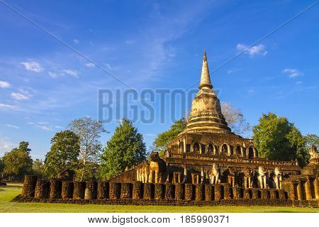 Old pagoda Wat Chang Lom temple and bright sky Sisatchanalai Historical Park Sukhothai province Thailand