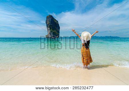 Koh Poda, Women Are Happy, Krabi Thailand