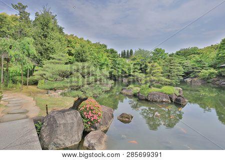 Koko En Garden Colors With Himeji Castle