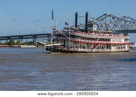 New Orleans, Louisiana, Usa - March 31, 2018: Natchez Steamboat Cruising In Front Of Bridge On Missi