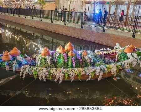 Bangkok/thailand - 22 November 2018:flowers Boat In Loi Krathong Festival On Khlong Ong Ang Canal At