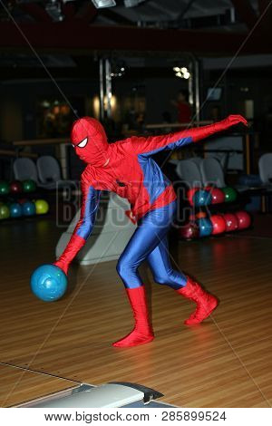 Kiev, Ukraine, 08.09.2008 A Man In A Costume Of Spiderman Is Throwing A Ball Indoors Of The Club Bow