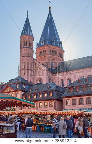 Mainz, Germany - October 13, 2018: Weekly Market On The Market Place In Front Of St. Martins Cathedr