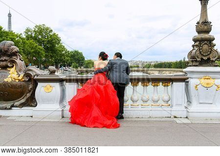 Paris, France - August 06, 2011: A Pair Of Chinese Newlyweds Posting For Their Wedding Photos On The