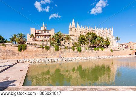 Cathedral Of Santa Maria Of Palma (la Seu) And Royal Palace Of La Almudaina, Palma De Mallorca, Bale