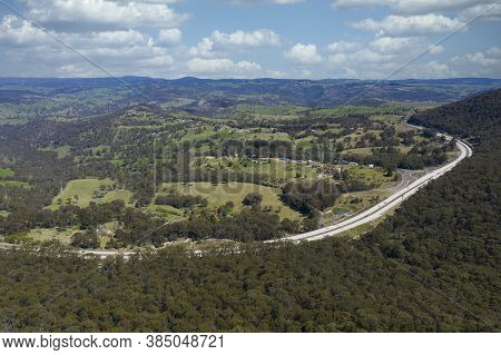 The Great Western Highway (a32) Heading Into The Township Of Lithgow In The Central Tablelands Of Ne