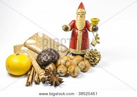 Wooden St. Nicholas and gingerbread