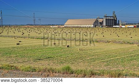 Davis, California, Usa, 10 Aug 2016 - Shf Rice Dryer And Warehouse Is The Cluster Of Big Grain Silos