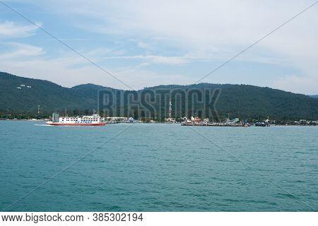Koh Samui Island, Thailand - December 15, 2019 : Seatran Ferry Conveying Passenger From Donsak Pier