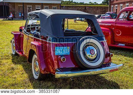 Fernandina Beach, Fl / Usa - September 22, 2018: 1949 Willys Jeepster Convertible At A Car Show At F
