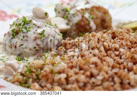 buckwheat with cutlets and sauce
