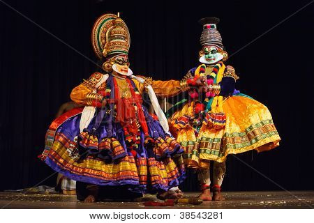 CHENNAI, INDIA - SEPTEMBER 8: Indian traditional dance drama Kathakali preformance on September 8, 2009 in Chennai, India. Performers play Krishna (pacha) and Balarama (pazhupu) characters in Ramayana