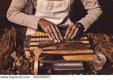 Process Of Making Traditional Cigars From Tobacco Leaves With Hands Using A Mechanical Device And Pr