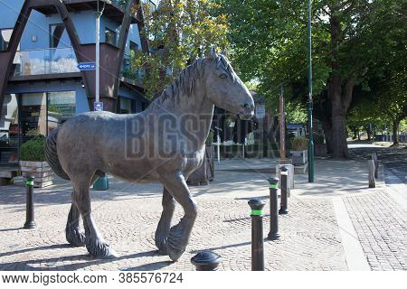 Dorchester, Dorset, Uk 07 20 2020 An Equine Statue Found At Brewery Square In Dorchester By Shirley