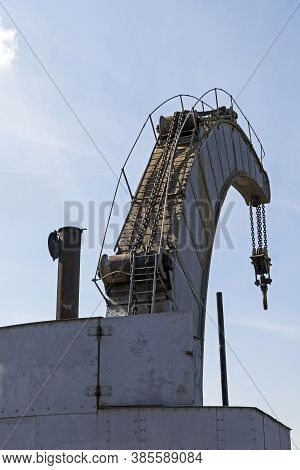 Bristol, Uk - April 6, 2013: The World's Only Surviving Fairbairn Steam Crane Situated In Bristol Ci