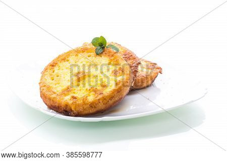 Round Bread Croutons Fried In Batter In A Plate