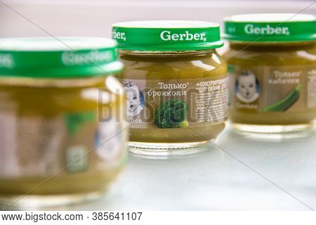 Moscow, Russia - September 12, 2020: Gerber Glass Jars With Child Nutrition Vegetable Purre On Patte