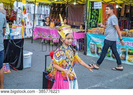 Krabi/thailand-22 July 2017:thai Small Girl Street Performers Dancing Thai Folk Dance On Krabi City