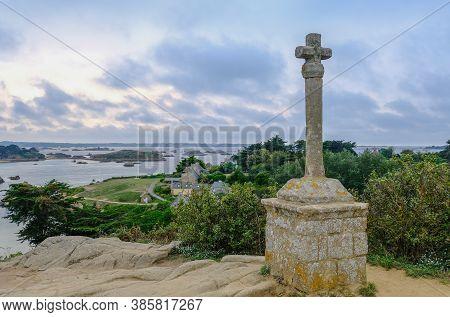 Ile De Brehat, France - August 27, 2019: Celtic Cross La Croix Maudez On Island Ile De Brehat, Cote