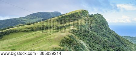 Beautiful Grassland, Prairie In Taoyuan Valley, Caoling Mountain Trail Passes Over The Peak Of Mt. W