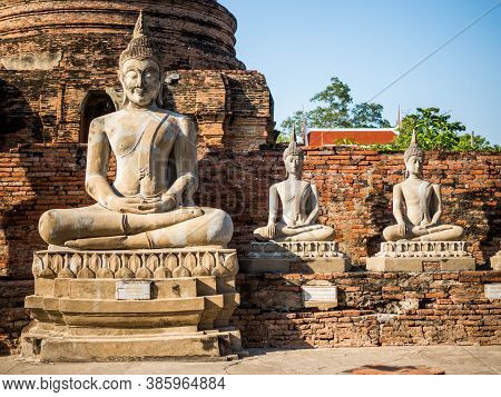 Ayutthaya, Thailand - November 5, 2018: Wat Yai Chai Mongkol At Ayutthaya Is The Famous Temple In Ay