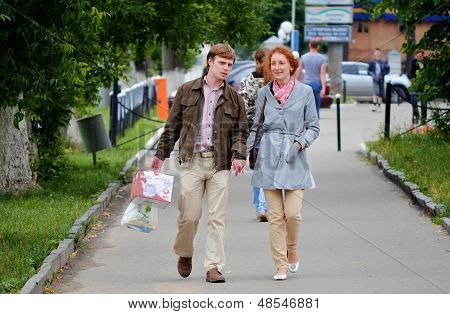 The townspeople come back after shopping