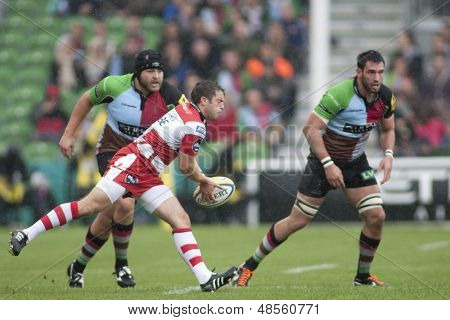 17/09/2011. Twickenham, England. Gloucester's Nick Runciman, throws a pass during the Aviva premiership rugby union match between Harlequins and Gloucester played at The Stoop Twickenham.