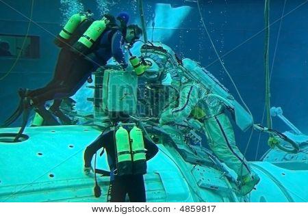 Spacewalk Training In Russian Hydrolab Facility
