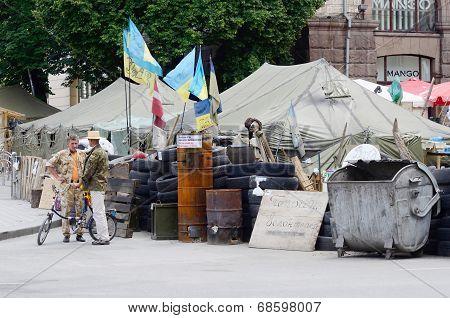 Protesters tents with barricades at Maydan Nezalezhnosti square in Kiev