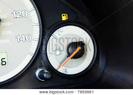 Fuel bulb in the car