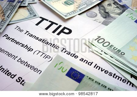 Word TTIP on a paper.