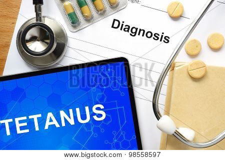 Word Tetanus  on a paper and pills.