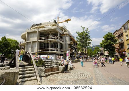 The Construction Of A Modern Shopping Mall