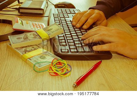 Make money from home everyday. Business proposal pictures. Online business can make more money The dollar around you - Retro color