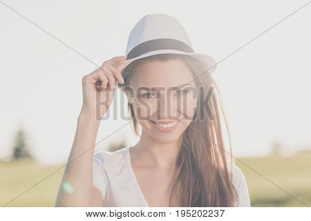 Summer Carefree Mood! Young Gorgeous Brunette Girl On A Spring Vacation, In A Stylish Hat, Casual Ou