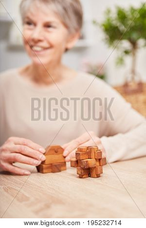 Memory training excercise for senior citizen building blocks agains Alzheimers synthoms