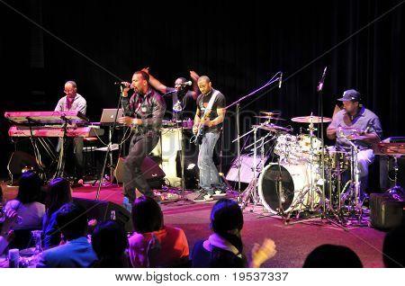 Tokio - Dezember 6: Grammy-nominierten R&B und Pop-Sängerin führt Mario (Dewar Barrett) auf der Bühne t