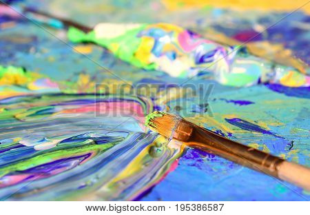 Closeup of the brush and palette .
