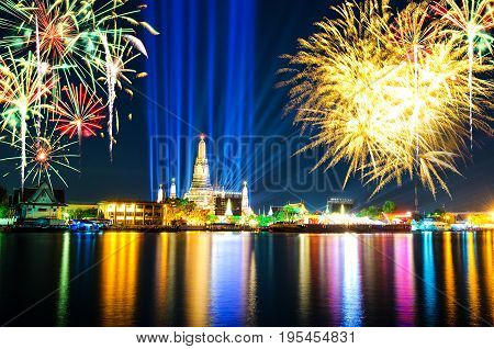 Thailand Countdown 2016 at Wat Arun Rajwararam is public to the public.And fireworks to celebrate the New Year.
