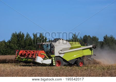 HARVEST - Agricultural machine on the field