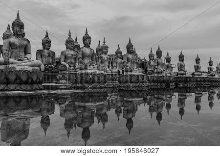 Buddha Park of Thailand,Worship of Thailand,Buddha statue,History of Thailand,Buddha statue Temple of Ayutthaya Province. Ayutthaya Historical Park, Thailand