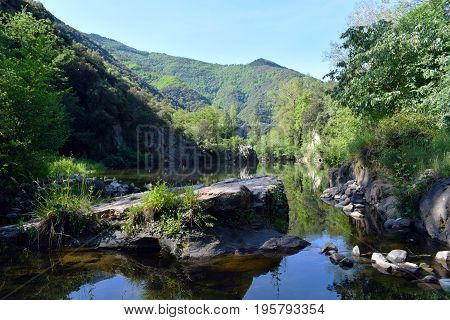 Rio affluent creek nature and landscapes mountains