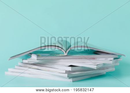 Selective Soft Focus Of Open And Stacking Of Magazines