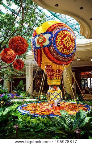 Las Vegas, Usa - May 7, 2014: Wynn Hotel Decorated With Rose Flowers And Hot Air Balloon Inside Mall