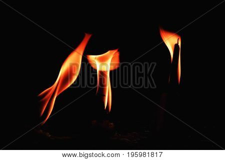 Fire caused by candle flame Breathe when the wind To light when dark