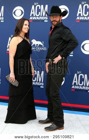 LAS VEGAS - APR 7:  Kim Watson, Aaron Watson at the 54th Academy of Country Music Awards at the MGM Grand Garden Arena on April 7, 2019 in Las Vegas, NV